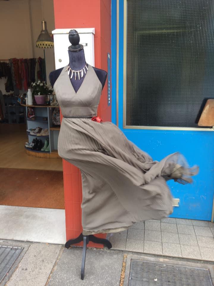 Klamotte-flattert-im-Wind-Outfit #38