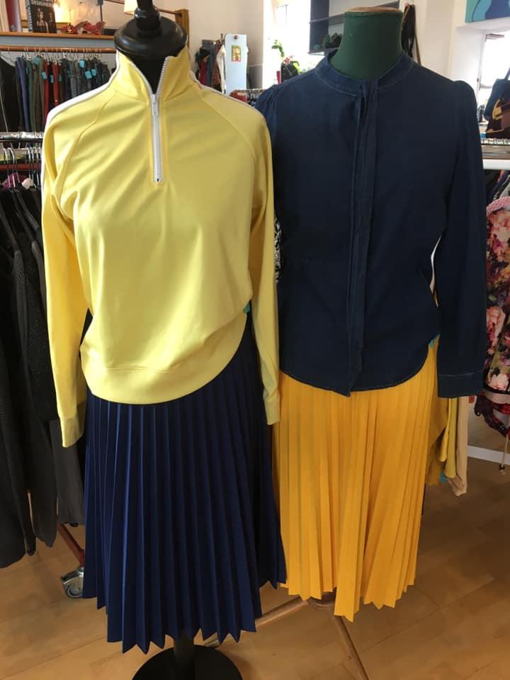 Klamotte-Tag-des-Faltenrocks-Outfit #87