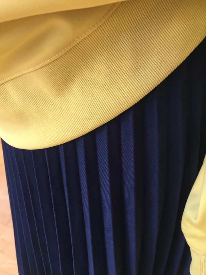 Klamotte-Tag-des-Faltenrocks-Outfit #87 - Detail